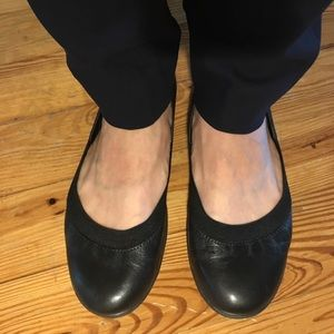 Black Easy Spirit Flats in like new condition